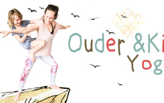 Ouder in kind yoga in Monnickendam